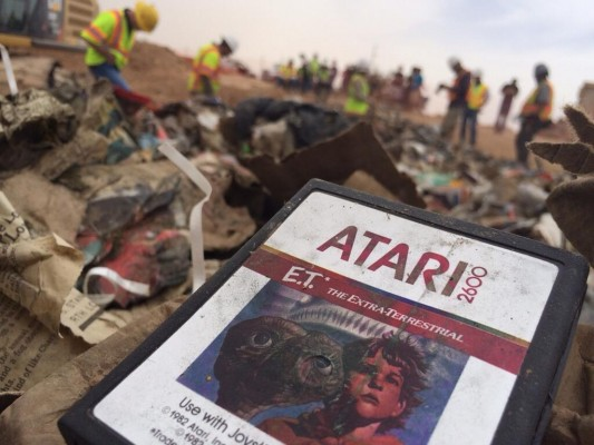 ETLANDFILL4 533x400 The Legends were True! – Excavators find long lost E.T. game grave