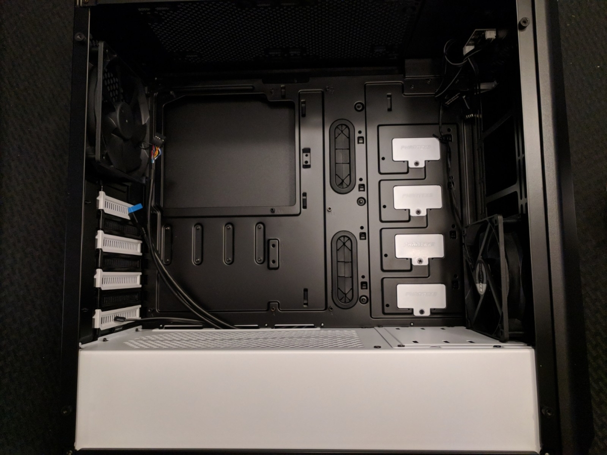 AMD Phanteks Case - 03