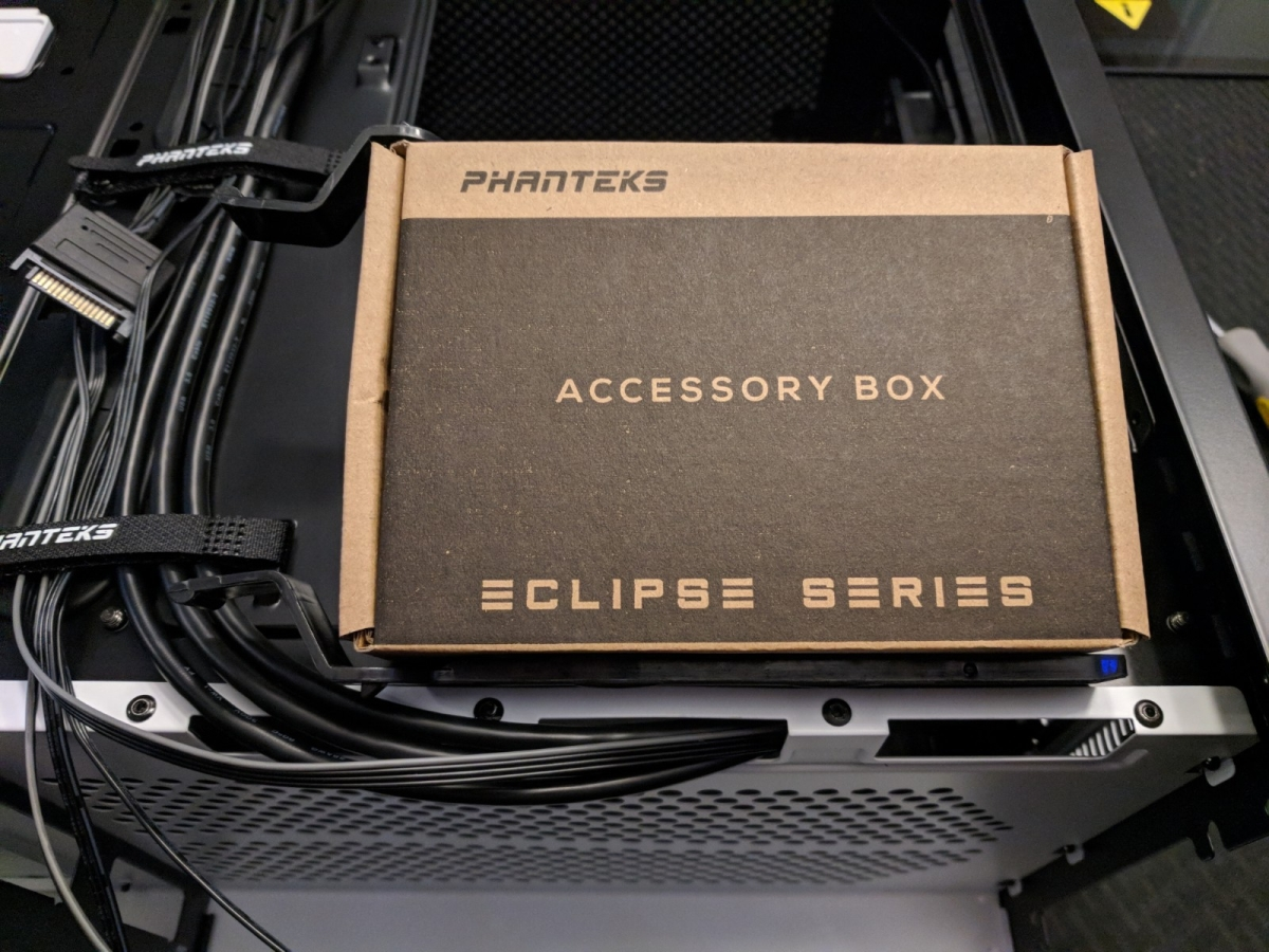 AMD Phanteks Case - 06