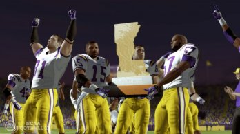 NCAAFB13_Golden_Boot_Trophy