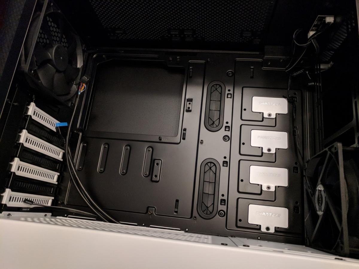 AMD Phanteks Case - 02
